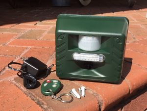 USD ANIMAL REPELLER WITH WIRELESS REMOTE